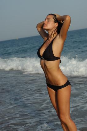 femme maillot a la mer